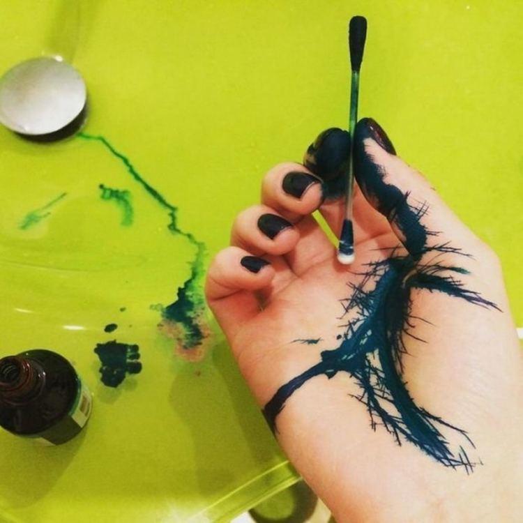 Как отмыть зелёнку с кожи рук, лица, тела, волос ребенка и взрослого? Как и чем отмыть зеленку с кожи ребенка после ветрянки, стрептодермии? Чем можно смыть зеленку с кожи быстро?