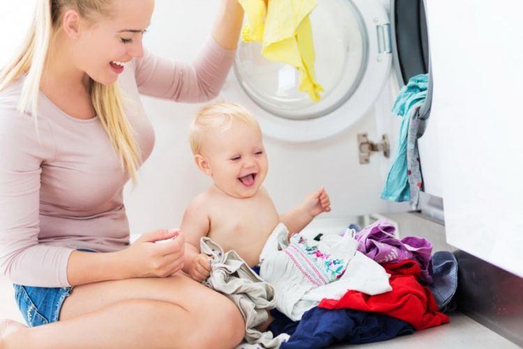Как и чем можно стирать детские вещи
