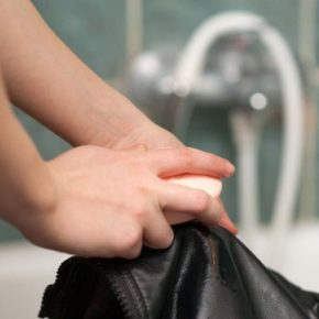 Как удалить жирное пятно — как убрать с одежды в домашних условиях следы жира (95 фото)