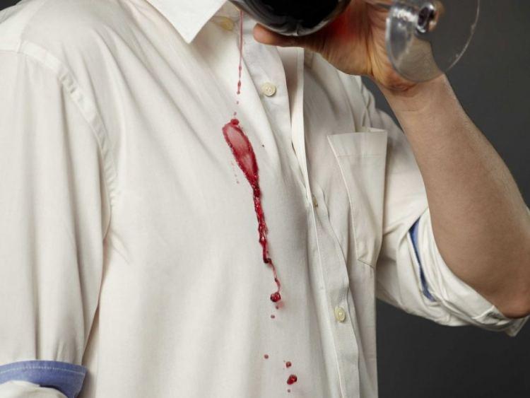 Чем отмыть стену от вина